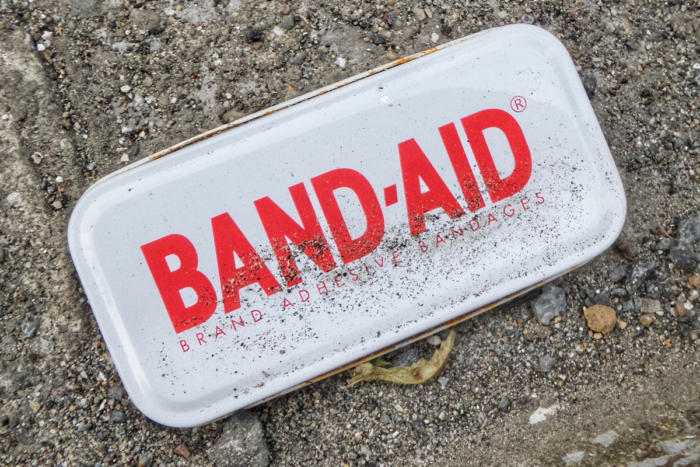 band-aid_patch_fix_bandage_tin-container_mend_by-franckv-unsplash-100764768-large